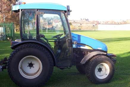 NEW HOLLAND TCE55 4WD GROUNDCARE TRACTOR
