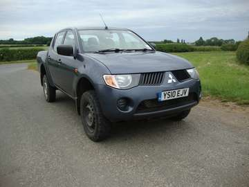 MITSUBISHI L200 2.5 DiD 4 WORK DOUBLECAB PICKUP