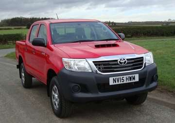 TOYOTA HILUX 2.5 D4D ACTIVE DOUBLECAB RED