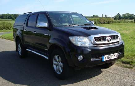TOYOTA HILUX 3.0 INVINCIBLE DOUBLECAB PICKUP