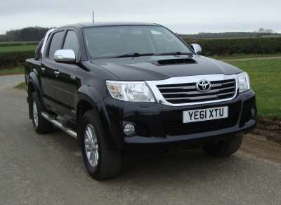 TOYOTA HILUX  INVINCIBLE DOUBLE CAB PICKUP
