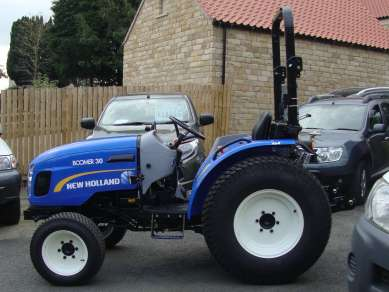 NEW HOLLAND BOOMER 30 4WD COMPACT TRACTOR