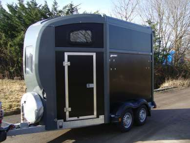 NEW NUGENT SPIRIT 25 DOUBLE HORSE TRAILER