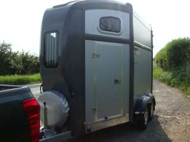 NUGENT SPIRIT 25 TWIN AXLE HORSE TRAILER