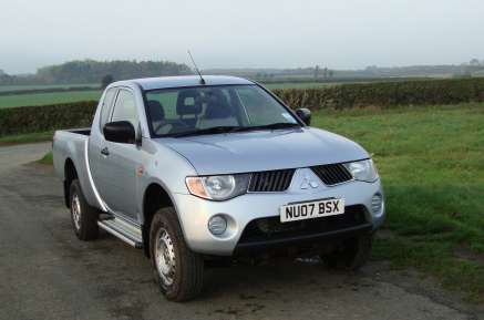 MITSUBISHI L200 2.5 DiD CLUB CAB  PICKUP