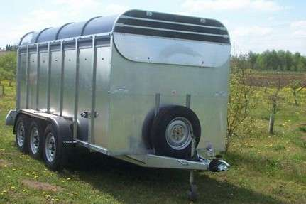 *NEW * GRAHAM EDWARDS  THE ULITMATE CATTLETRAILER