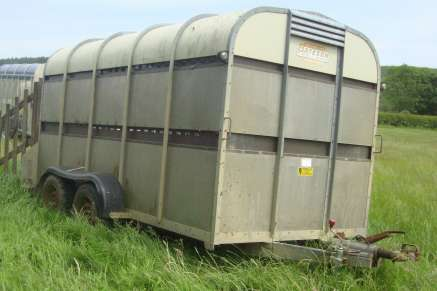 USED BATESON 12FT CATTLE TRAILER
