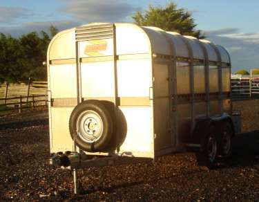 BATESON 12FT CATTLE TRAILER
