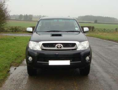 TOYOTA HILUX INVINCIBLE DOUBLECAB PICKUP