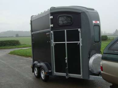 NUGENT SPIRIT 20 DOUBLE HORSE TRAILER